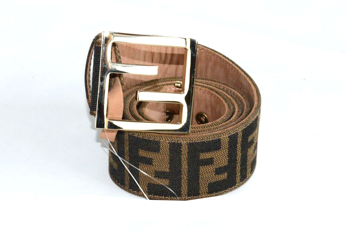 new product d42b0 586c3 Cintura FENDI